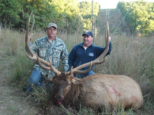 Elk hunting in the Ozark Mountains - TROPHIES EVERYWHERE. featured image